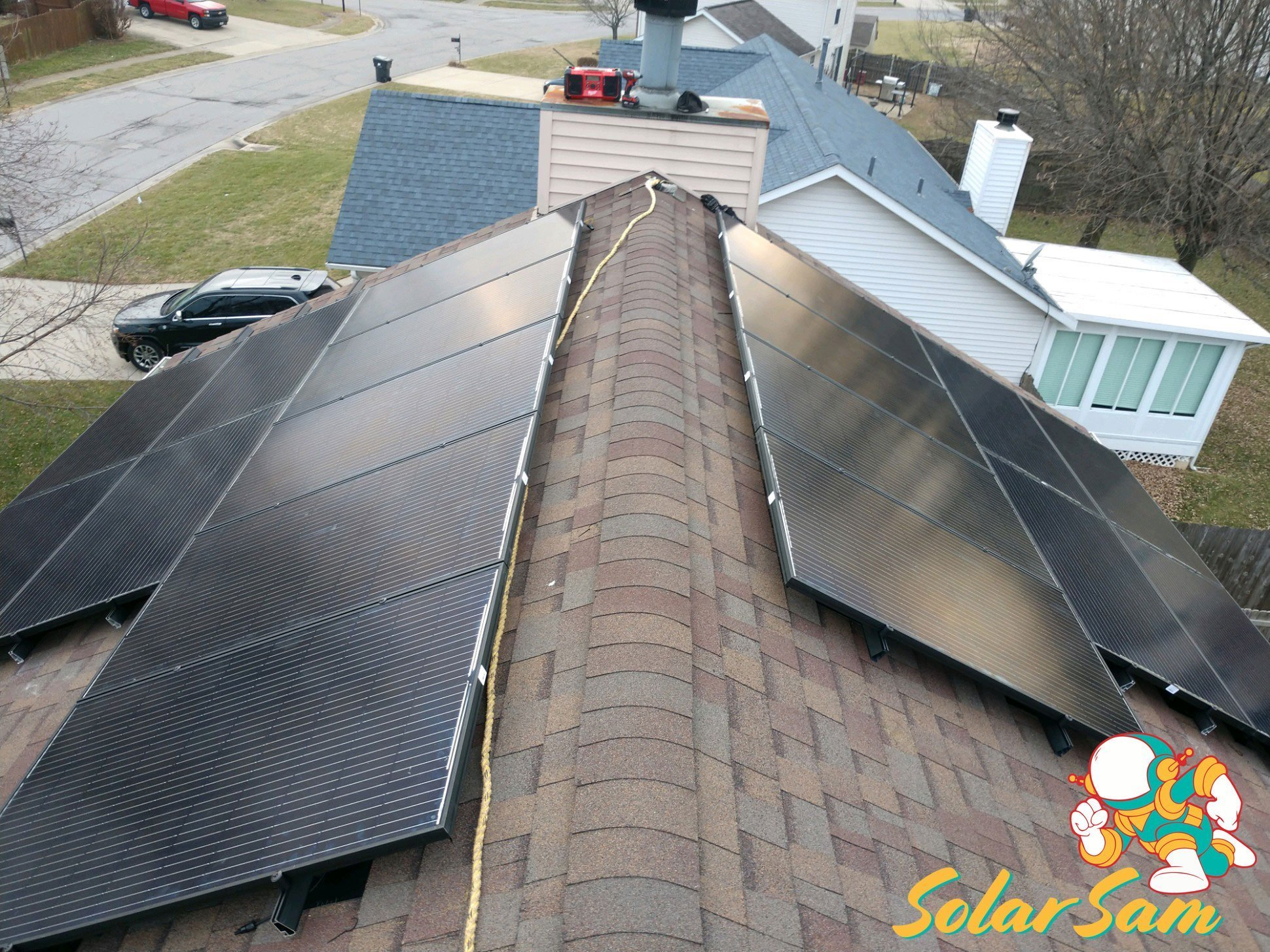 Rooftop Home Solar Panel Installation Belleville Illinois Roof Mounted Solar Sam Silfab Panels Solar Edge Inverter ATT Cellular Monitoring
